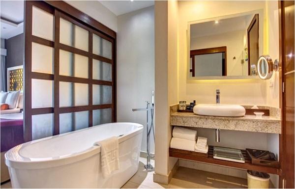 Diamond Club™ Luxury Jacuzzi Suite