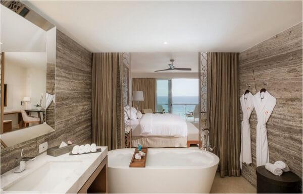 Royale Deluxe Honeymoon Suite