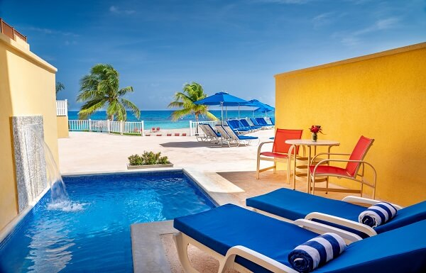 OCEANFRONT JUNIOR SUITE WITH PLUNGE POOL AND CONCIERGE SERVICE
