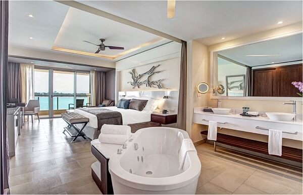 Luxury Junior Suite (Available in Swim Out and Ocean View)