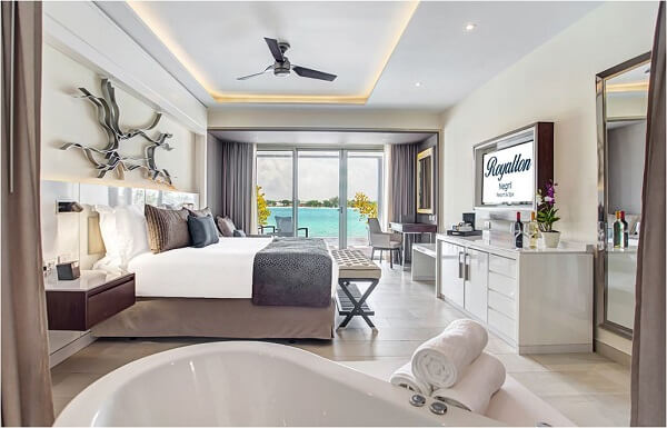 Luxury Junior Suite Diamond Club ( Available in Swim Out or Ocean View)