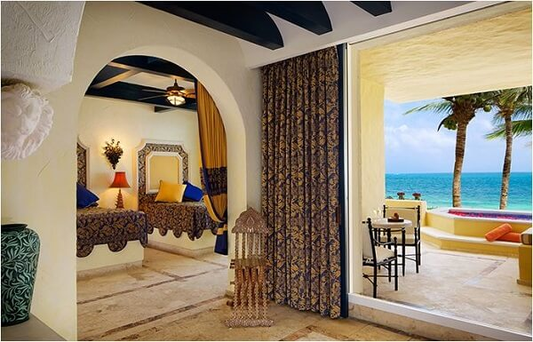 Ocean Front One Bedroom Suite with Plunge Pool