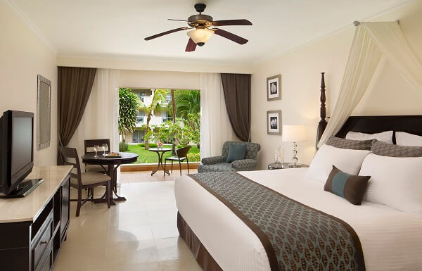 Preferred Club Deluxe with Jacuzzi Tropical View
