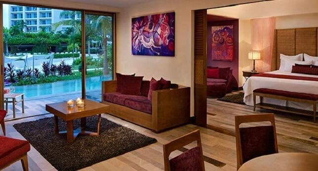 Preferred Club Master Suite Swim-Out Garden