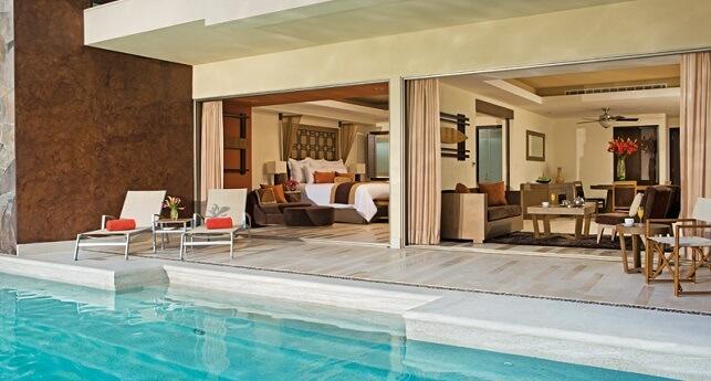 Preferred Club Master Suite Swimout Garden View