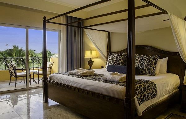 Preferred Club One Bedroom Honeymoon Suite Tropical View