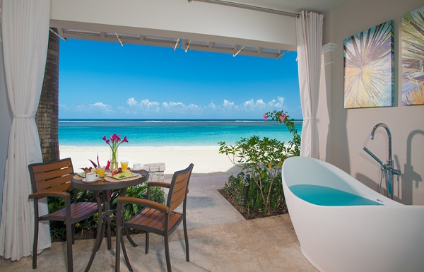 Windsor Beachfront Walkout Club Level Room with Patio Tranquility Soaking Tub