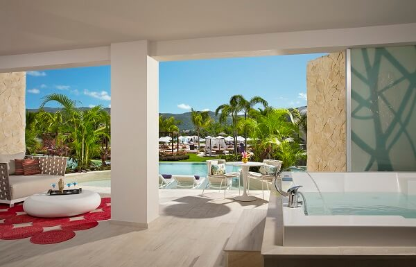 xhale club Master Suite Swim Out