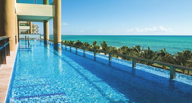 Ocean Front One Bedroom Swim Up Suite
